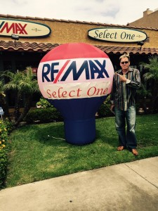 RE/MAX - Home & Realty Magazine